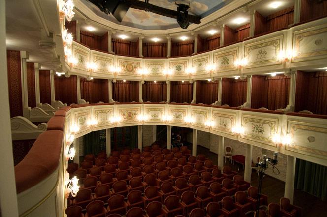 in scena all'antico Teatro Arrigoni
